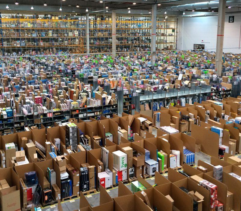 Amazon_España_por_dentro_(San_Fernando_de_Henares)-squashed
